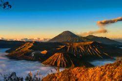 האי ג'אווה - הרי געש ומקדשי פאר