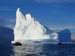 הפלגה בפיורדים של גרינלנד