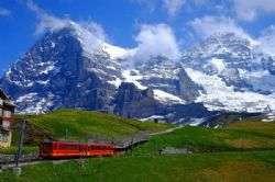 קרחונים וסקי קיץ בשוויץ