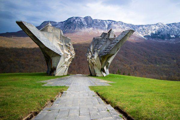 אנדרטת הנצחה בטיינטישטה (צילום: Terekhova)
