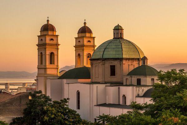 הכנסייה בקליארי, בירת סרדיניה (צילום: gabriele frau)