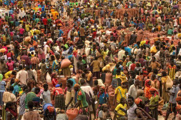 קשרי המסחר של הקונסו מתנהלים בעיקר מול קרוביהם ממזרח – אנשי הבורנה (צילום: Rod Waddington)