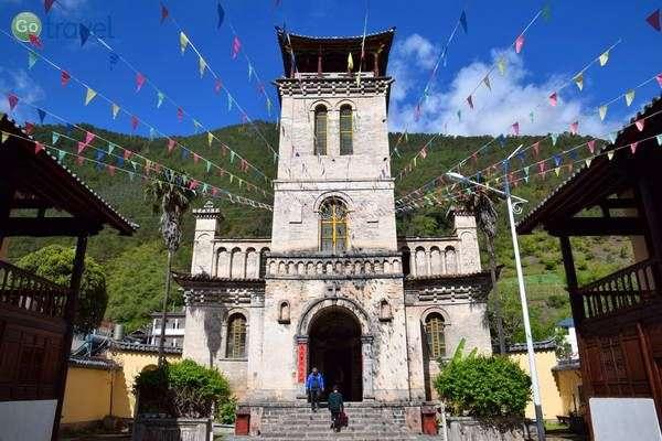 כנסייה קתולית עם סממנים בודהיסטים, הכפר ציז'ונג  (צילום: כרמית וייס)