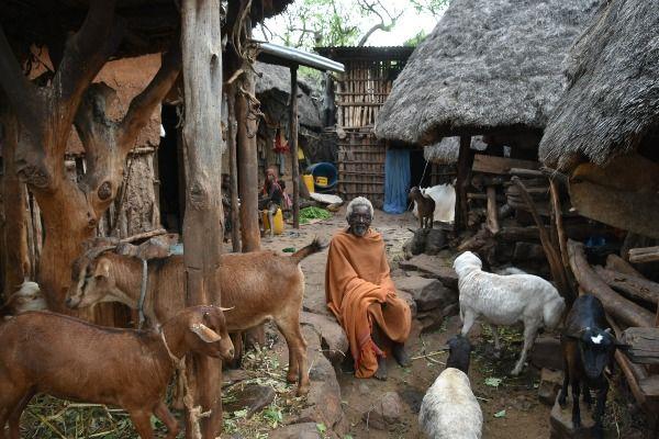 חצר בית בכפר מצ'קה (צילום: Richard Mortel)