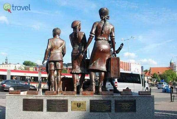 האנדרטה לקינדר-טרנספורט בגדנסק  (צילום: כרמית וייס)