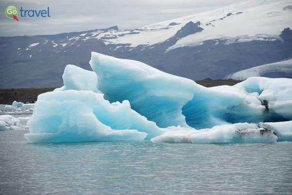גושי קרח צפים בלגונת הקרחונים  (צילום: ארנון רומן)