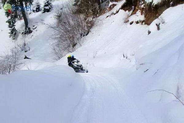 תופסים מהירות על אופנוע שלג (צילום: גלעד תלם)