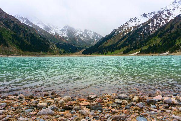 האגם הגדול של אלמטי - לראותו בלבד! (צילום: Alexey Komarov)
