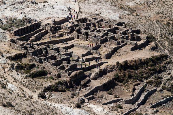 """חורבות האתר העתיק צ'ינקנה - """"המבוך"""" (צילום: Jimmy Harris)"""
