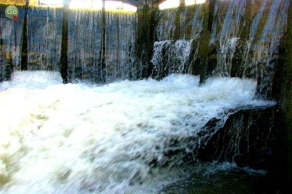 """מפל המים הגועשים המציפים את ה""""לוק"""" (צילום: wfeiden)"""