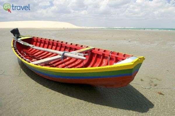 """סירה שהים """"ברח לה""""... (צילום: אסף כהן)"""