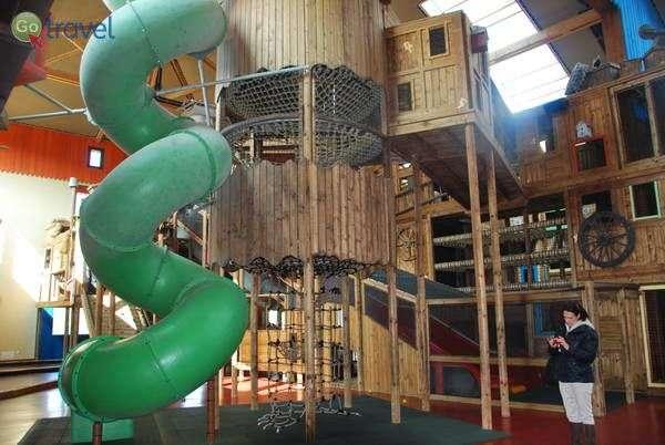 מתקן המשחקים המקורה בכפר הנופש לה טרוי פורט  (צילום: כרמית וייס)