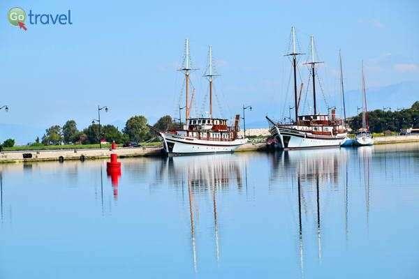 ספינות המטיילים מחכות ברציף  (צילום: כרמית וייס)