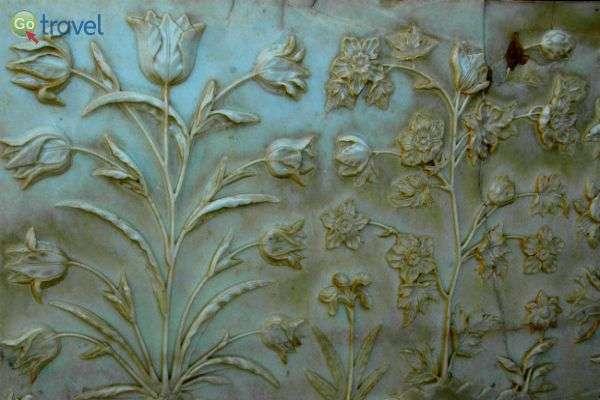 """עיטורים על קירות השיש של הארמון (צילום: ד""""ר רמי דברת)"""