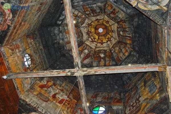ציורי קיר בכנסיית העץ בדרוהוביץ'   (צילום: כרמית וייס)