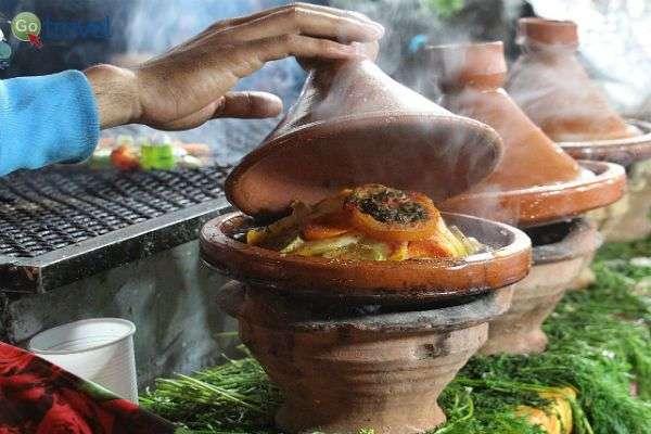 מבחר טאג'ינים במסעדת דרכים (צילום: קובי יפרח)