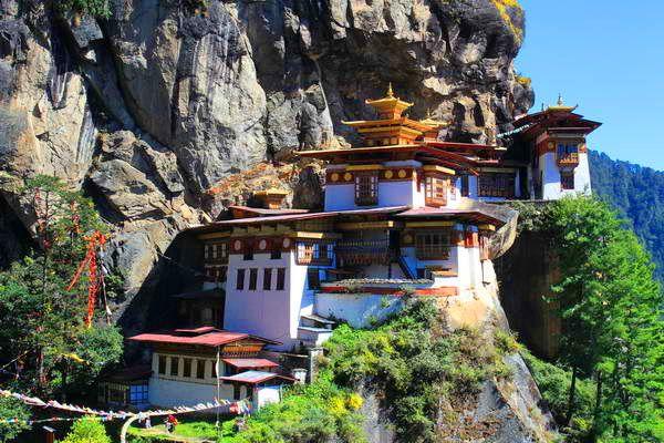 מנזר קן הטיגריס  (צילום: Arian Zwegers)