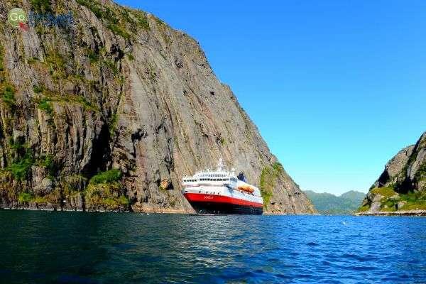 הפלגה בפיורדים הקסומים של נורבגיה (צילום: Hurtigruten)