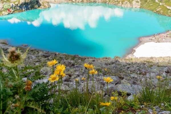 אגם על רכס פיצול  (צילום: dconvertini)