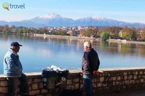האגם וההרים המושלגים בסוף החורף  (צילום: כרמית וייס)