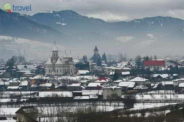 כפר רומני מושלג  (צילום: Brandon Atkinson)