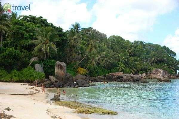 רצועת חוף קסומה באי המרכזי מאהה  (צילום: רמי דברת)