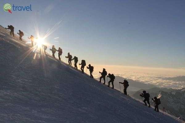 מעל העננים בדרך לפסגה  (צילום: חזי שקד)