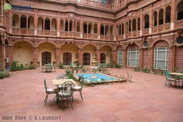 החצר הפנימית האופיינית להאבלי'ס (צילום: Dinesh Valke)