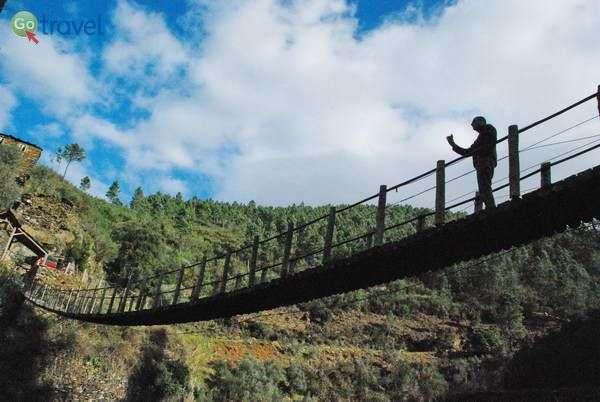 גשר תלוי בכפר פוז די אגווה (צילום: כרמית וייס)