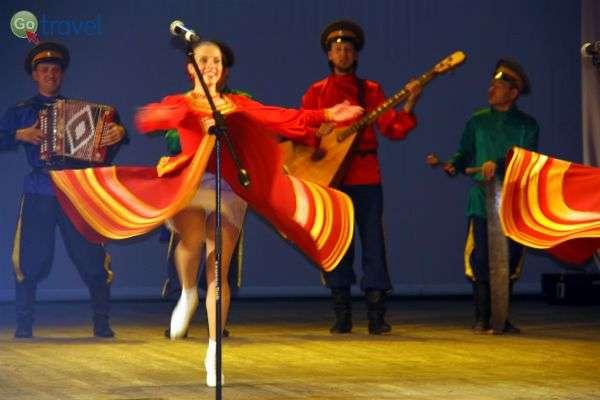 הופעת פולקלור באולן אודה - חוויה תרבותית מרתקת (צילום: טלי גפן)