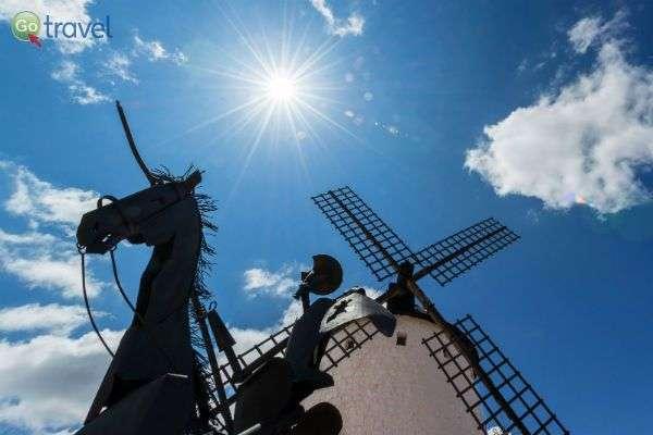 לא שוכחים את בן המקום המפורסם - דון קישוט (צילום: Turismo Castilla-La Mancha)