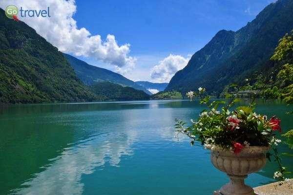 שלווה על אגם פוסקיאבו  (צילום: כרמית וייס)