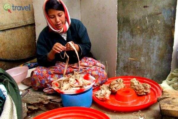 הכנת מאכל מקומי דמוי פסטה (צילום: גלי ופרץ גלעדי)