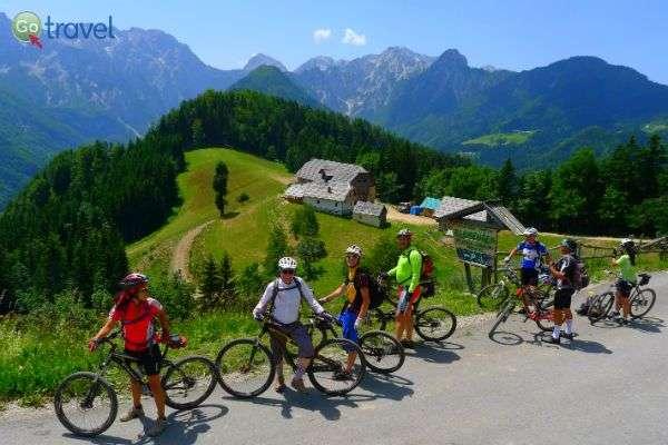 ברום הרכס בית מלון ייעודי לרוכבי אופניים (צילום: נעם תדהר)
