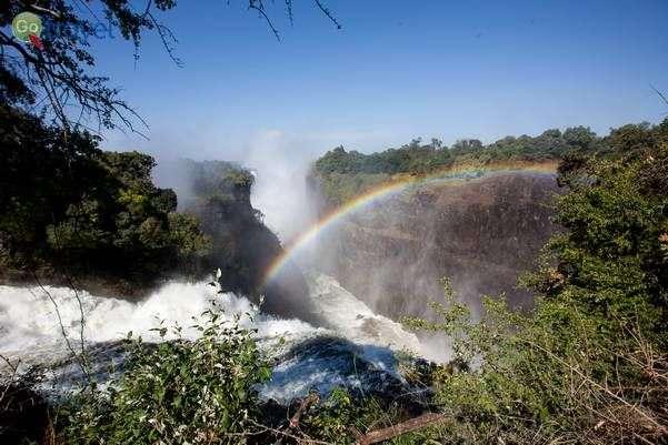מפלי ויקטוריה - פלא הטבע של זמביה  (צילום: בנימין אדם)