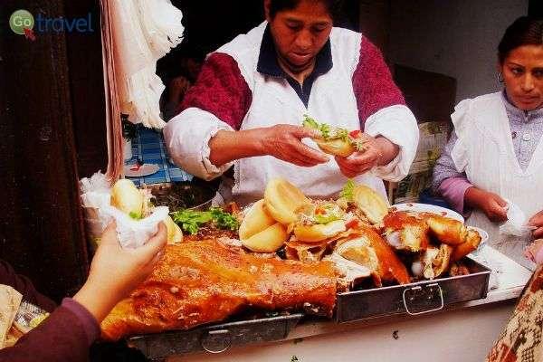 ארוחה לדרך - סנדוויץ' עם נקניק מקומי (צילום: LWYang)