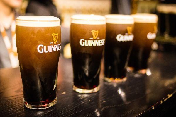 גינס - הבירה האירית המוכרת ביותר בעולם (צילום: Kacper Gunia)