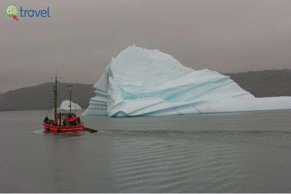 יאכטה בודדת בים קרחונים... (צילום: עודד לבנוני)