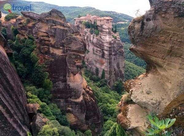 המנזרים התלויים של מטאורה (צילום: מדרפט)