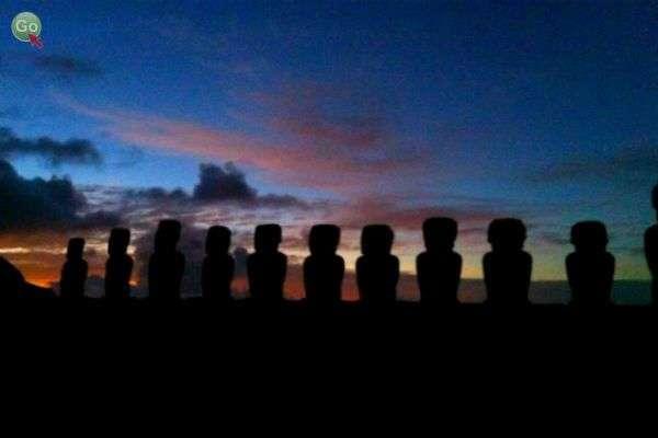 ראשי האבן על רקע שקיעה יפהפייה (צילום: רז שרבליס)
