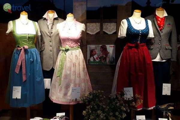 שומרים על המסורת גם בחנויות  (צילום: כרמית וייס)