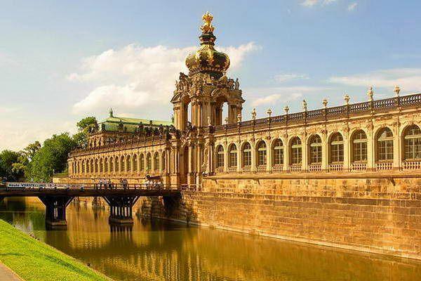 הכתר הפולני בראש ארמון צווינגר  (צילום: Dirgel)