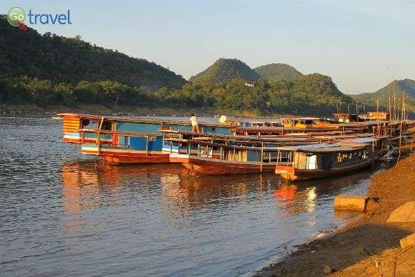 ניתן להפליג על הנהר בכל מיני כלי שייט (צילום: jayarc)