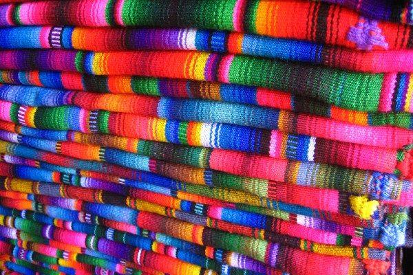 בדים בשלל צבעים ודוגמאות (צילום: Carlos Urrutia)