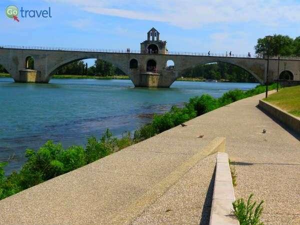 הגשר המפורסם באביניון   (צילום: שלמה צדקיהו)