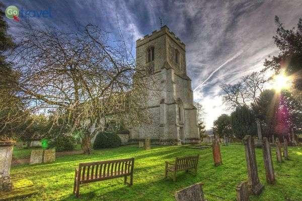 כנסיית סנט אנדרו וסנט מרי בגרנצ'סטר (צילום: Alex Brown)