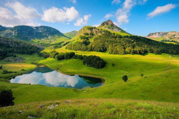אגם אורלובאץ' ורכס זלנגורה (צילום: Petkovic Boris)