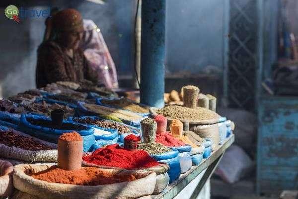 טעמים ריחות וגוונים בשווקים של מרכז אסיה  (צילום: צביקה ברקובר)