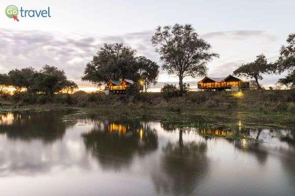 מאגר המים בספארי - הוא מרכז ההתרחשות, ושם כדאי לישון (צילום באדיבות: Anabezi Camp)