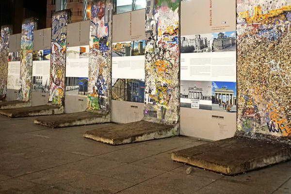 חלקים מהחומה בכיכר פוטסדאם  (צילום: Dennis Jarvis)